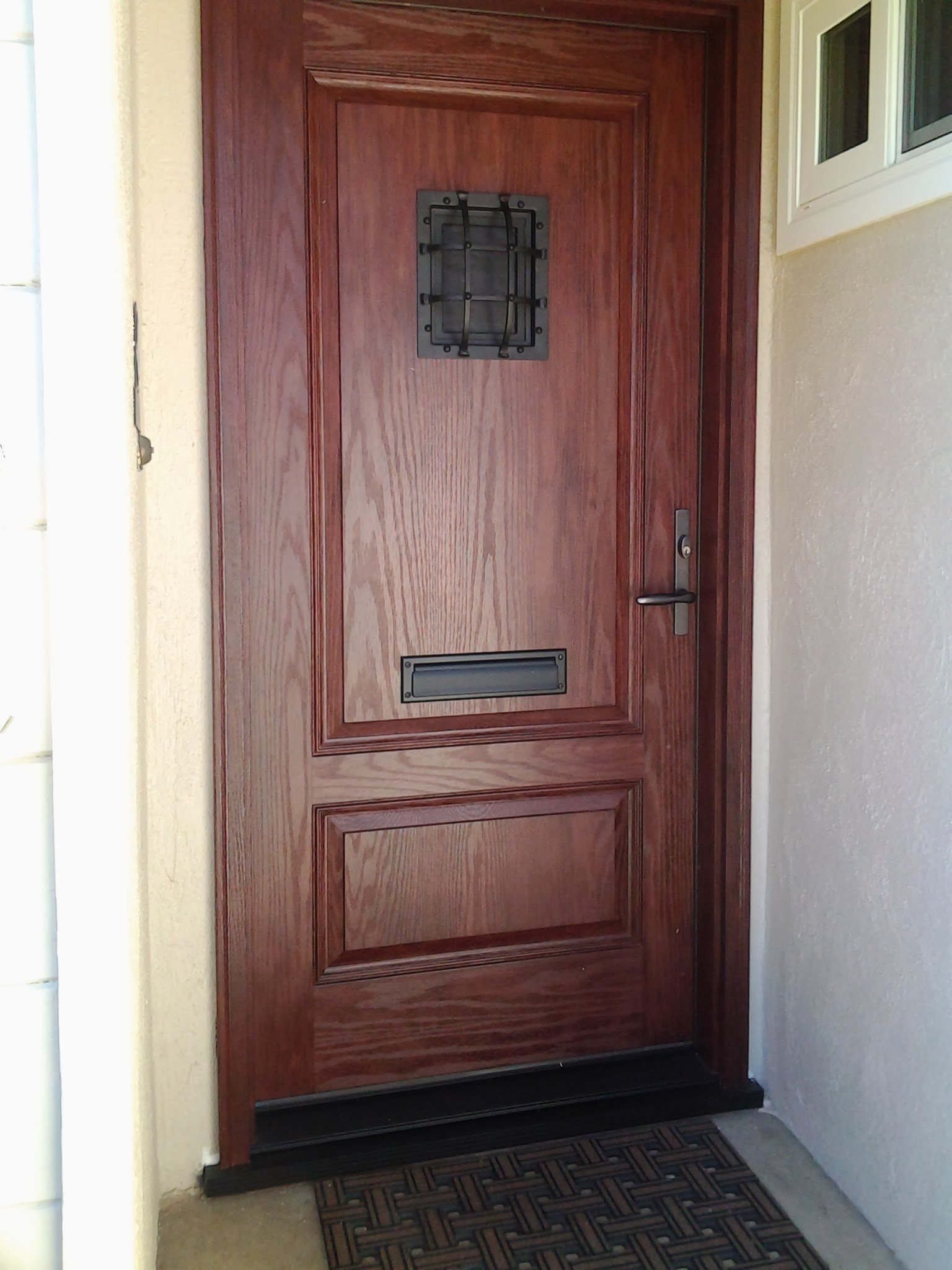 Fiberglass front entry door with mail slot for Fiberglass entrance doors